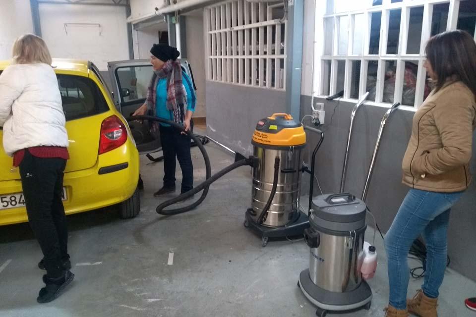 Prácticas con equipos de limpieza en Pamplona
